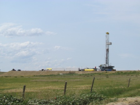 oil-rig-on-way-to-pawnee-buttes-national-grasslands